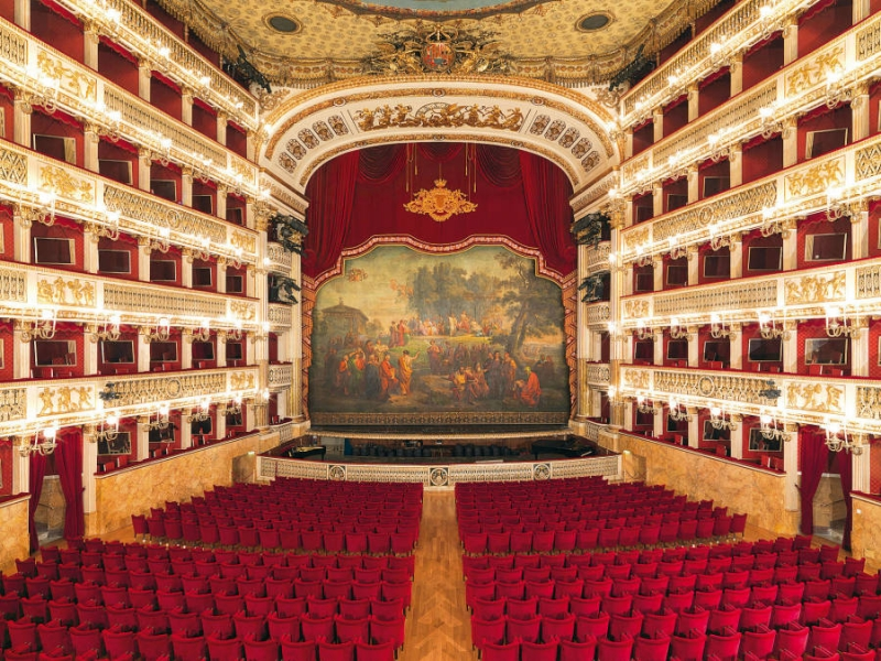 Naples day tour - St. Carlo Theater